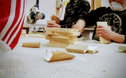 """""""Pensiamo perché abbiamo mani"""": parte il progetto ScuolaViva per gli alunni della """"Virgilio IV"""" di Scampia!"""